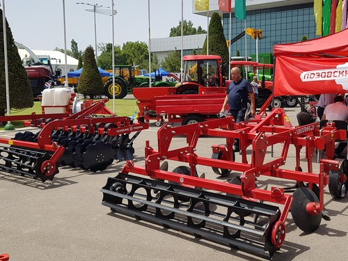 LOZOVA MACHINERY presented the implements to Uzbek farmers